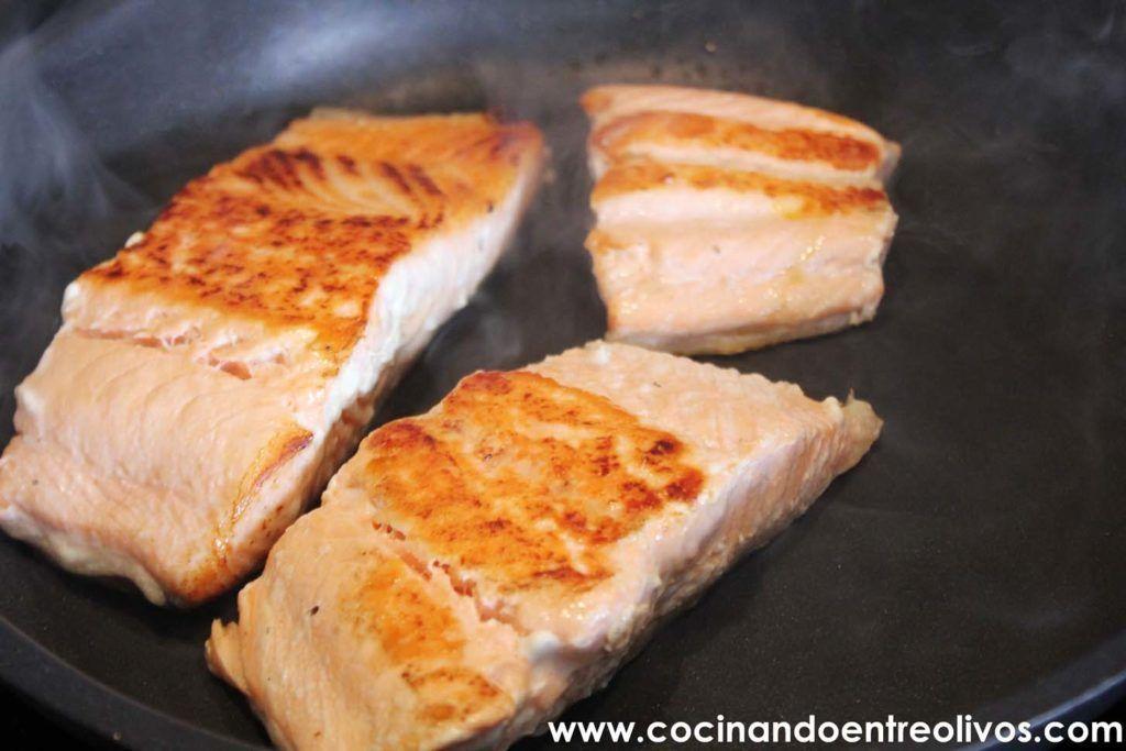Salmon en salsa de alcaparras www.cocinandoentreolivos.com (9)
