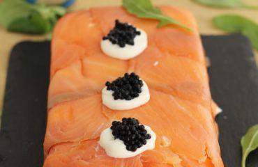 ómo hacer Pastel de salmón ahumado, aguacate y pan de molde