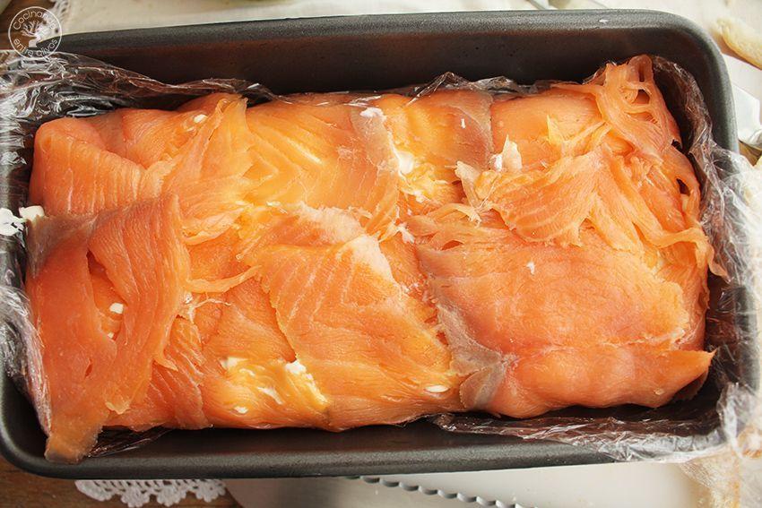 Cómo hacer Pastel de salmón ahumado, aguacate y pan de molde paso 12