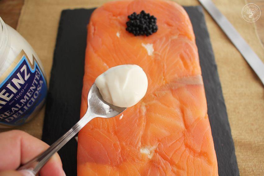 Cómo hacer Pastel de salmón ahumado, aguacate y pan de molde paso 14