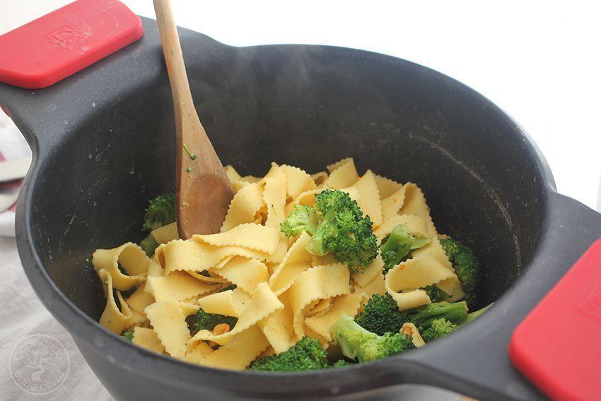 Tallarines con brocoli, cacahuetes al chipotle y aceite de oliva virgen extra (10)