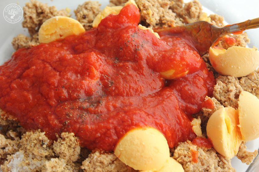 Huevos rellenos de pollo www.cocinandoentreolivos.com (11)