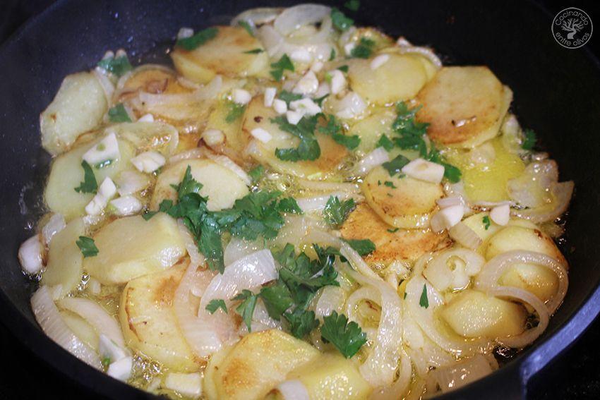 Jureles guisados con cebolla y patata www.cocinandoentreolivos.com (11)