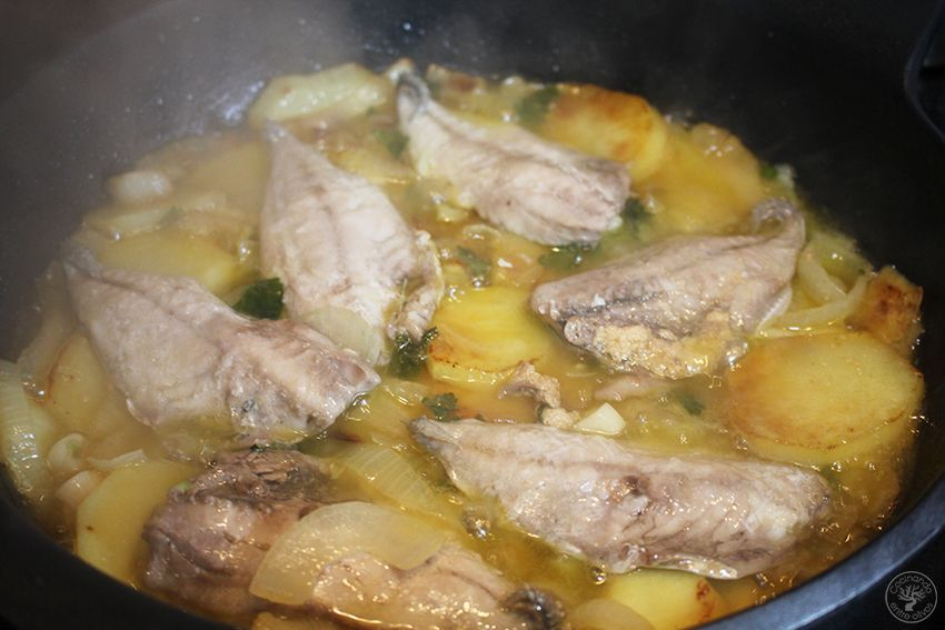 Jureles guisados con cebolla y patata www.cocinandoentreolivos.com (16)