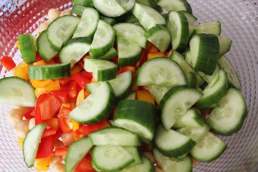 Ensalada de garbanzos con salsa de tomates secos y aove www.cocinandoentreolivos.com (25)