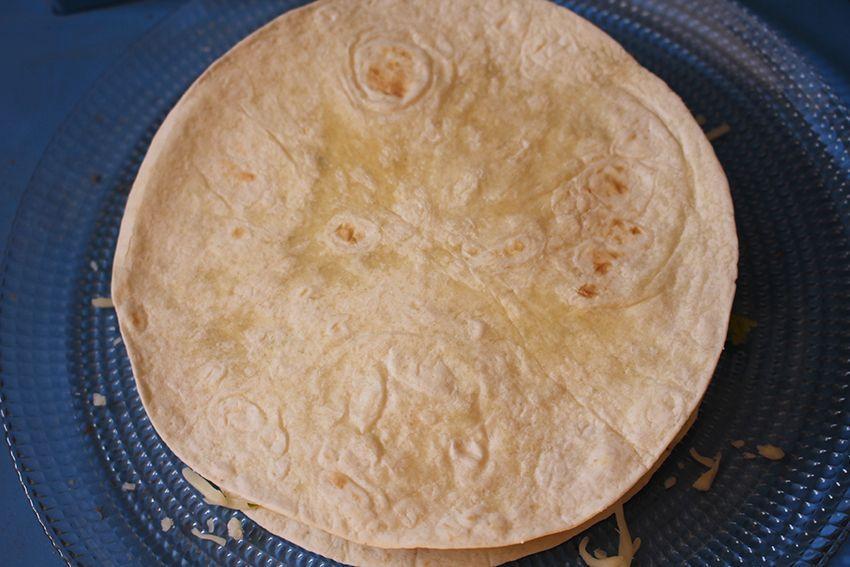 Quesadillas de chorizo criollo y agucate www.cocinandoentreolivos.com (11)