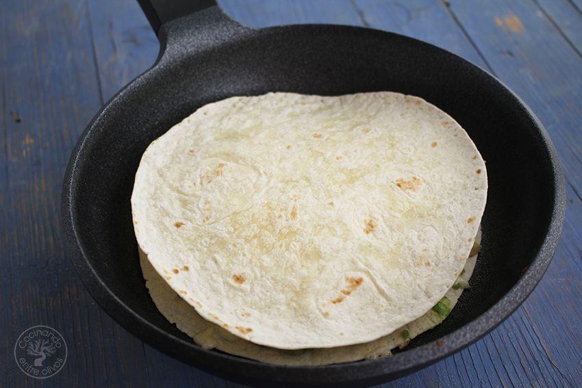 Quesadillas de chorizo criollo y agucate www.cocinandoentreolivos.com (12)