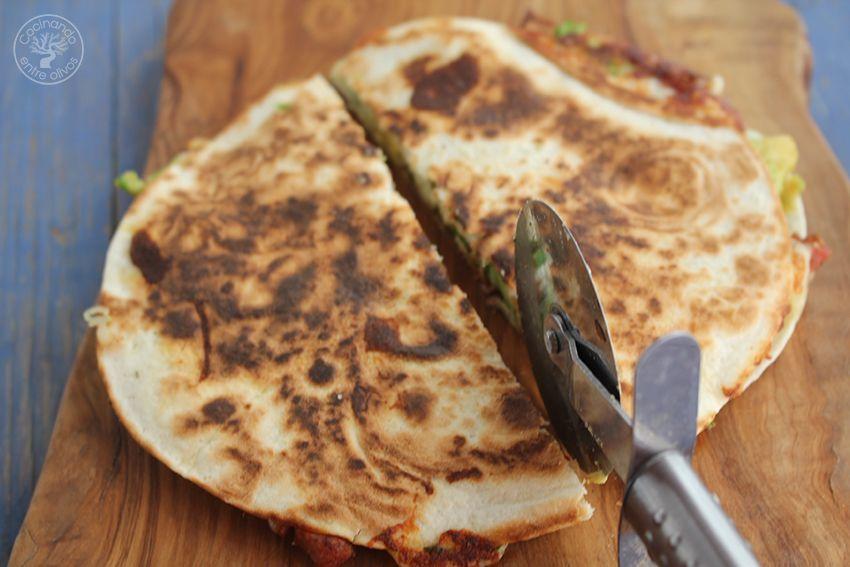 Quesadillas de chorizo criollo y agucate www.cocinandoentreolivos.com (14)