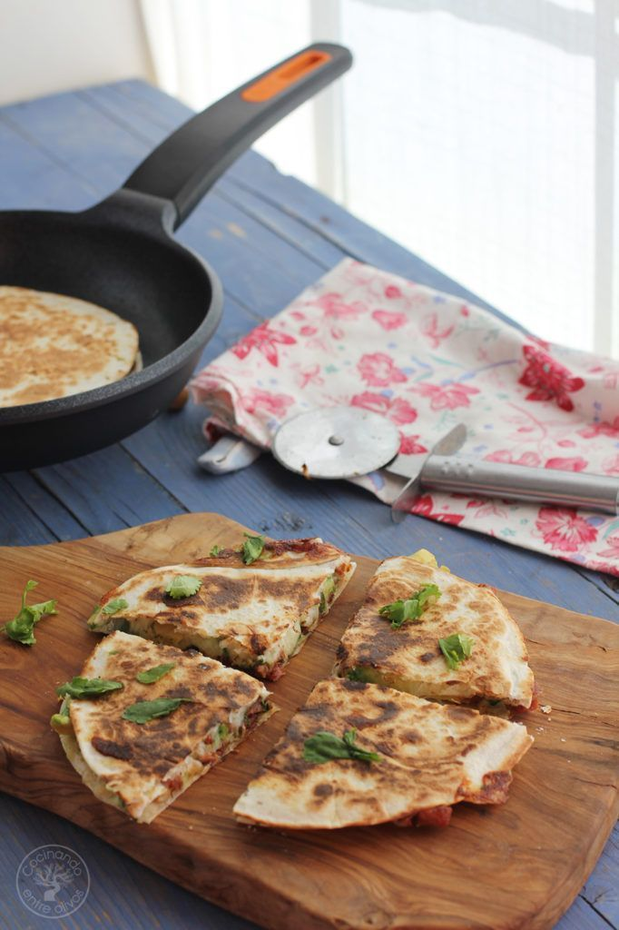 Quesadillas de chorizo criollo y agucate www.cocinandoentreolivos.com (15)