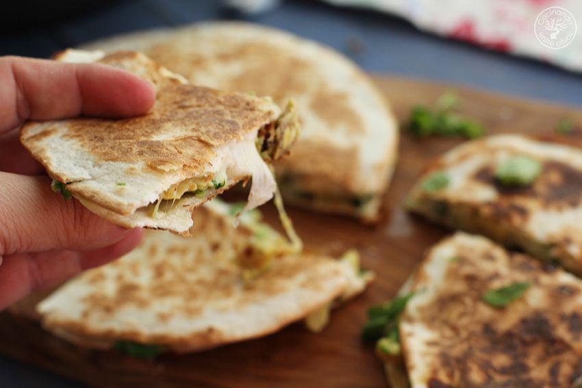 Quesadillas de chorizo criollo y agucate www.cocinandoentreolivos.com (16)