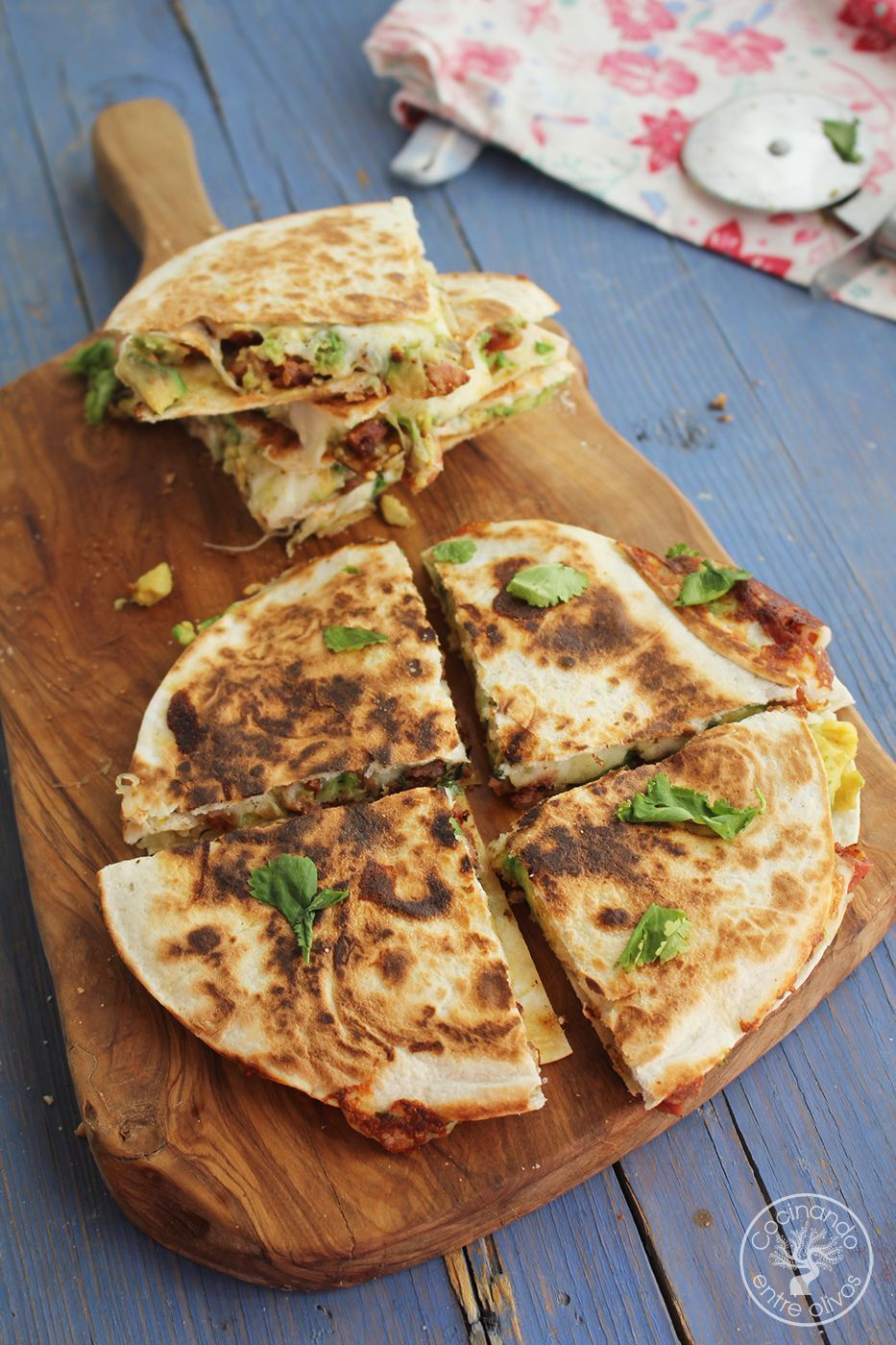Quesadillas de chorizo criollo y agucate www.cocinandoentreolivos.com (17)