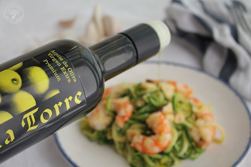 Espaguetis de calabacin con gambones al ajillo www.cocinandoentreolivos.com (7)