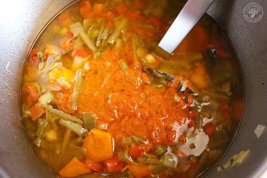 Garbanzos con tagarninas y chorizo www.cocinandoentreolivos.com (14)
