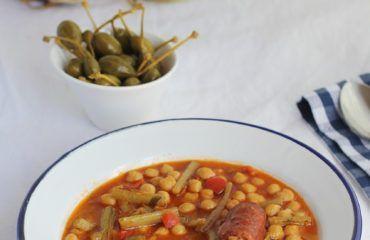 Garbanzos con tagarninas y chorizo www.cocinandoentreolivos.com (20)