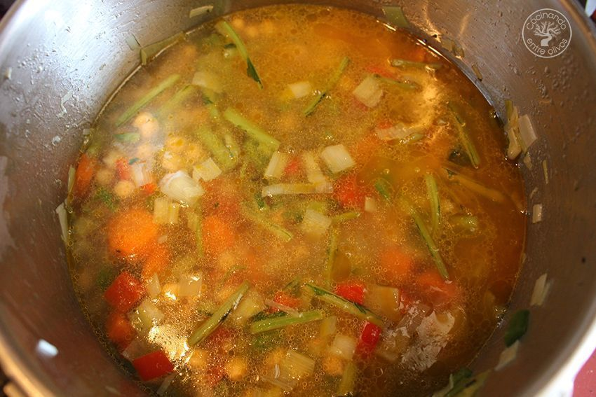 Garbanzos con tagarninas y chorizo www.cocinandoentreolivos.com (8)