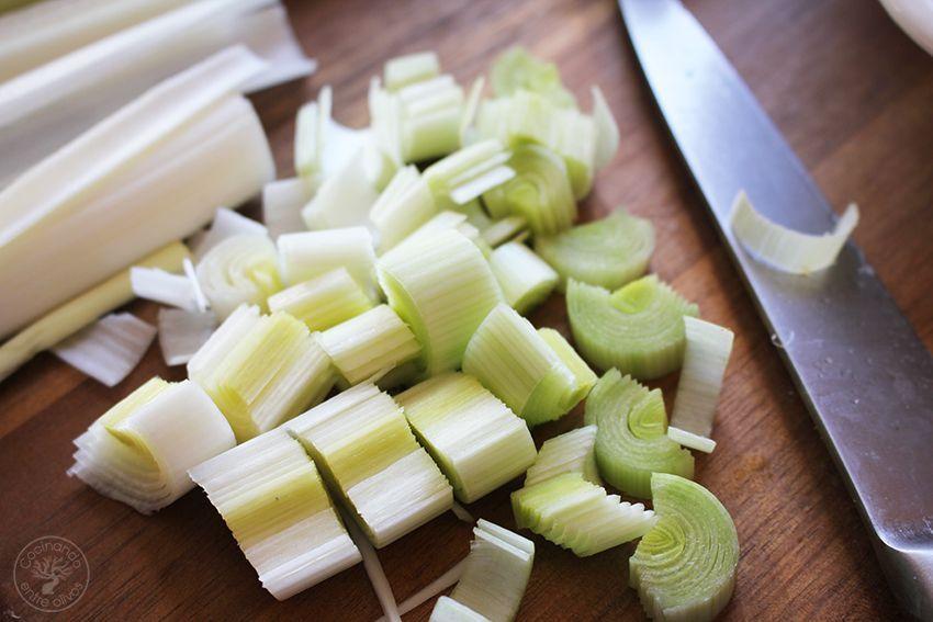 almon en hojaldre con calabacin y puerro receta www.cocinandoentreolivos.com (2)