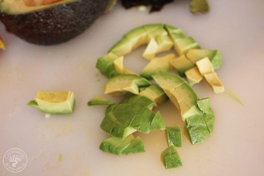 Tartar de aguacate, mango y langostinos (5)