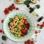 Ensalada con langostinos, aguacate y aove (3)