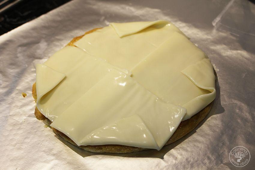 Rollo de tortilla de patatas con jamon serrano y queso (17)