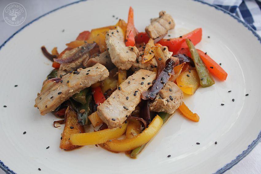 Wok de atun y pimientos www.cocinandoentreolivos.com (1)
