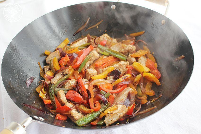 Wok de atun y pimientos www.cocinandoentreolivos.com (14)
