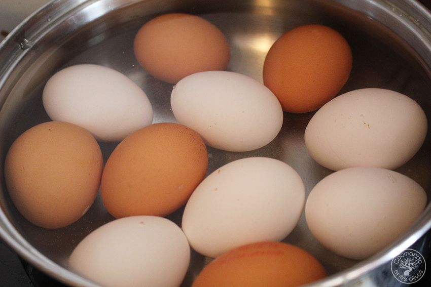 Huevos rellenos de salmon Receta www.cocinandoentreolivos.com (4)