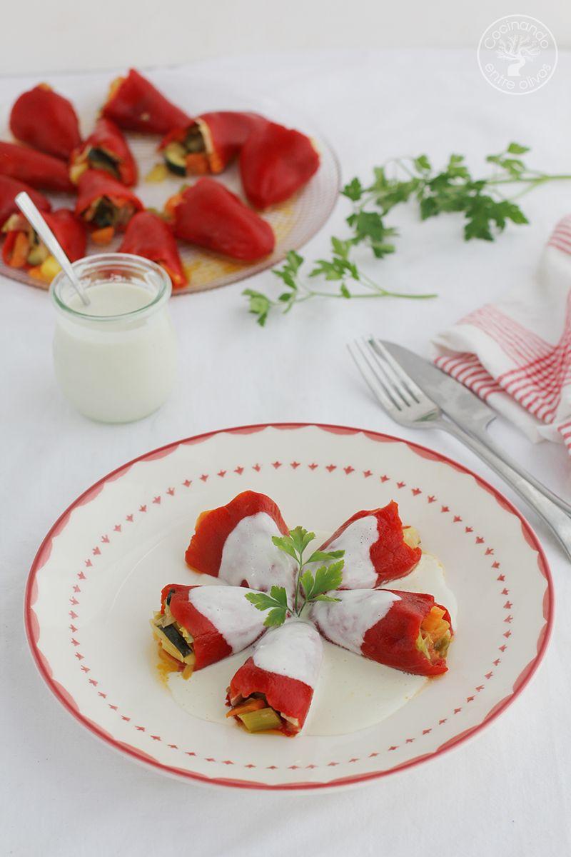Pimientos del piquillo rellenos de verduras y salsa de queso (14)