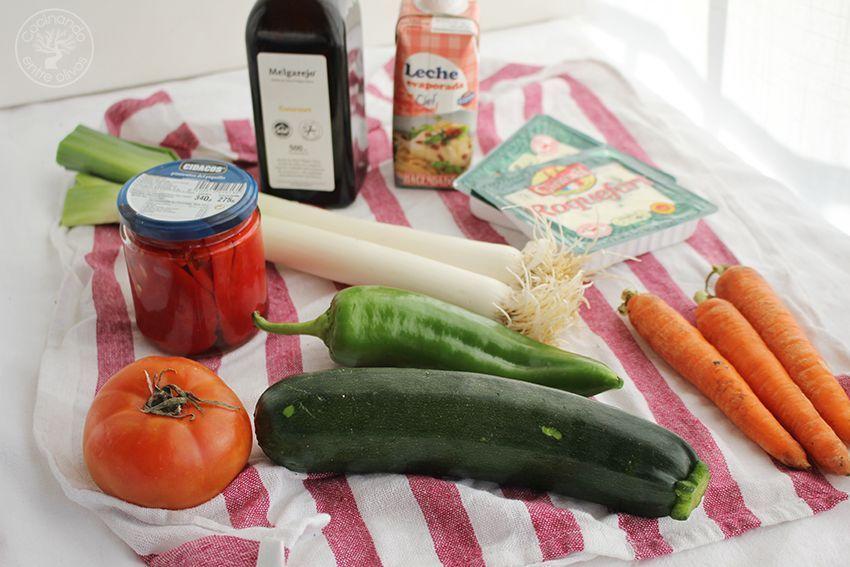 Pimientos del piquillo rellenos de verduras y salsa de queso (2)
