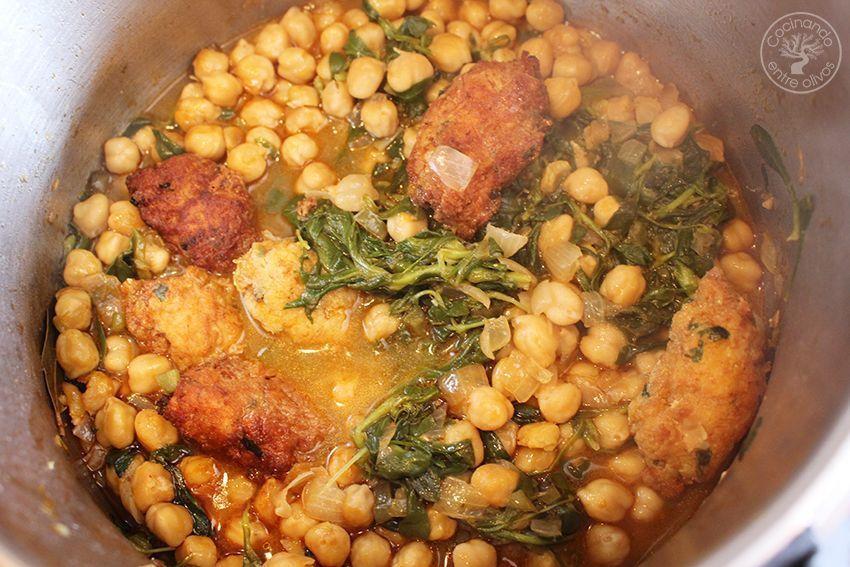 Potaje de garbanzos, collejas y panecillos de bacalao Receta (1)