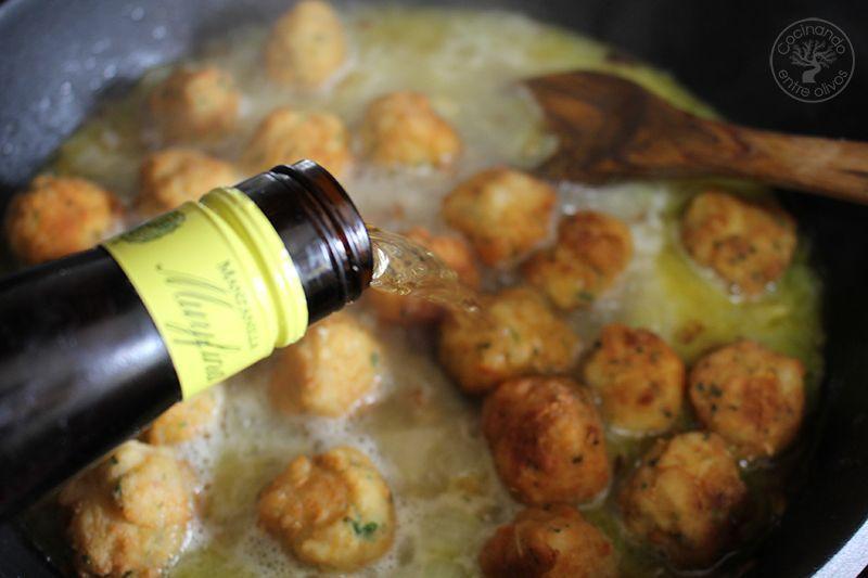Albondigas de bacalao receta www.cocinandoentreolivos.com (26)