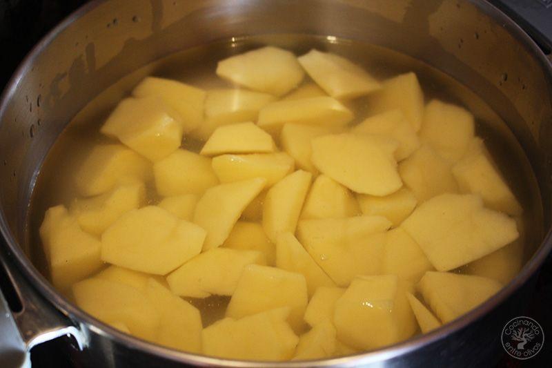 Patatas en ajopollo con almejas receta www.cocinandoentreolivos.com (10)