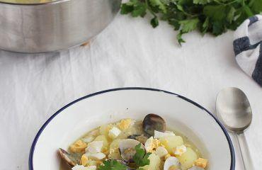 Patatas en ajopollo con almejas receta www.cocinandoentreolivos.com (6)