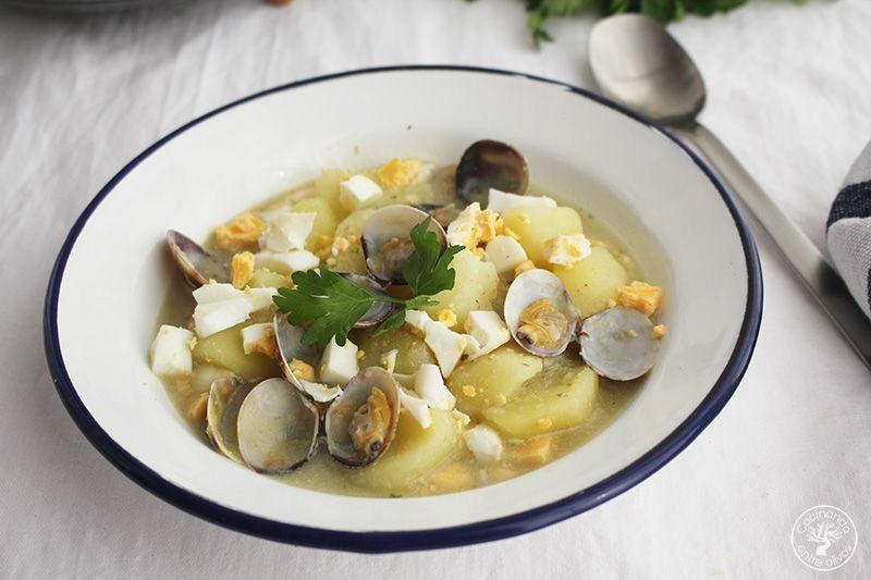 Patatas en ajopollo con almejas receta www.cocinandoentreolivos.com (7)
