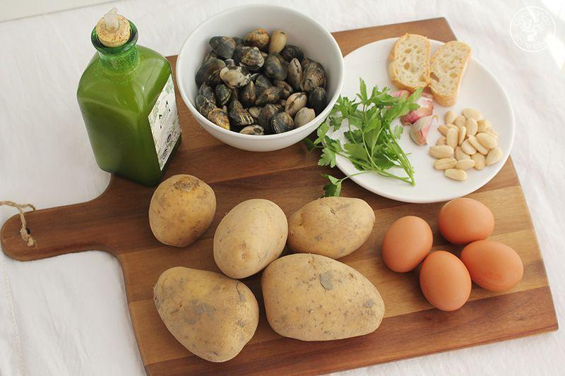 Patatas en ajopollo con almejas receta www.cocinandoentreolivos.com (8)
