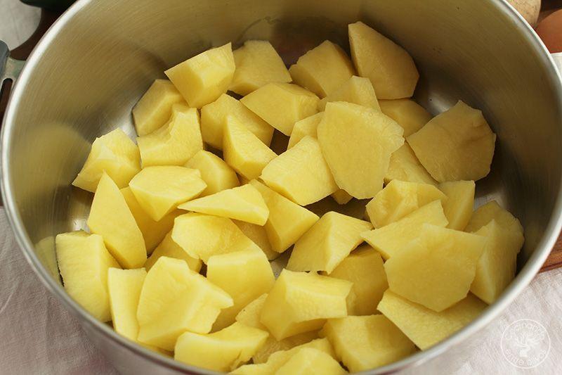 Patatas en ajopollo con almejas receta www.cocinandoentreolivos.com (9)