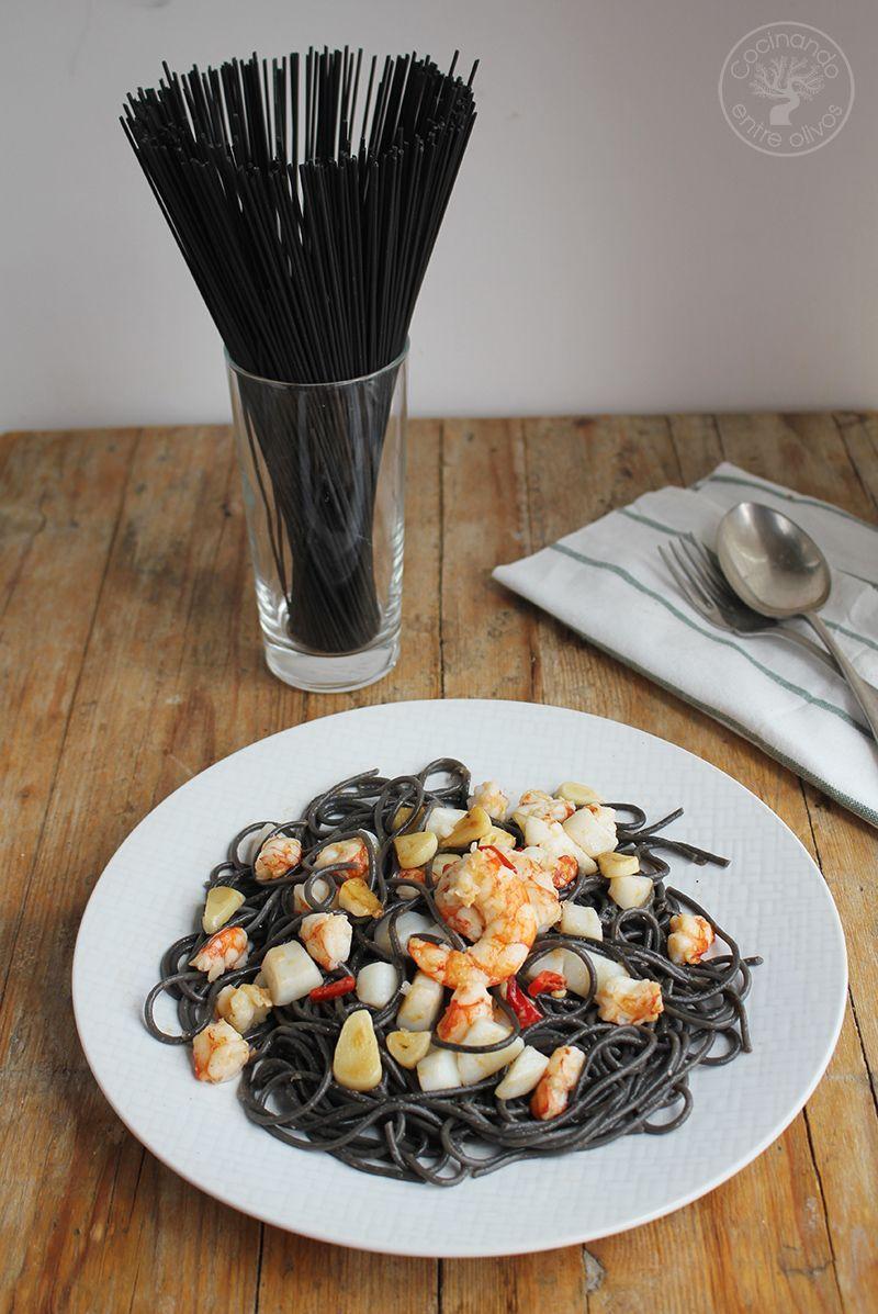 Espaguetis negros con sepia y gambones receta (11)