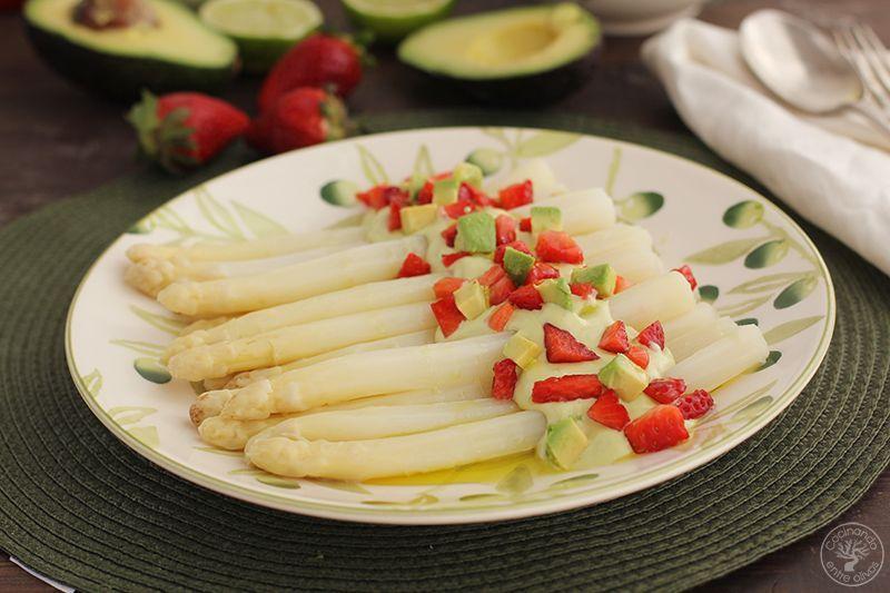 Esparragos blancos frescos con mayonesa de aguacate receta (24)