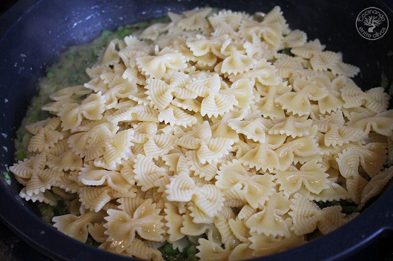 Pasta con esparragos verdes receta www.cocinandoentreolivos.com (16)