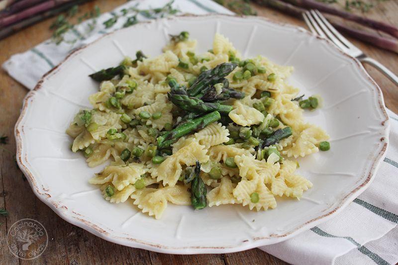 Pasta con esparragos verdes receta www.cocinandoentreolivos.com (18)