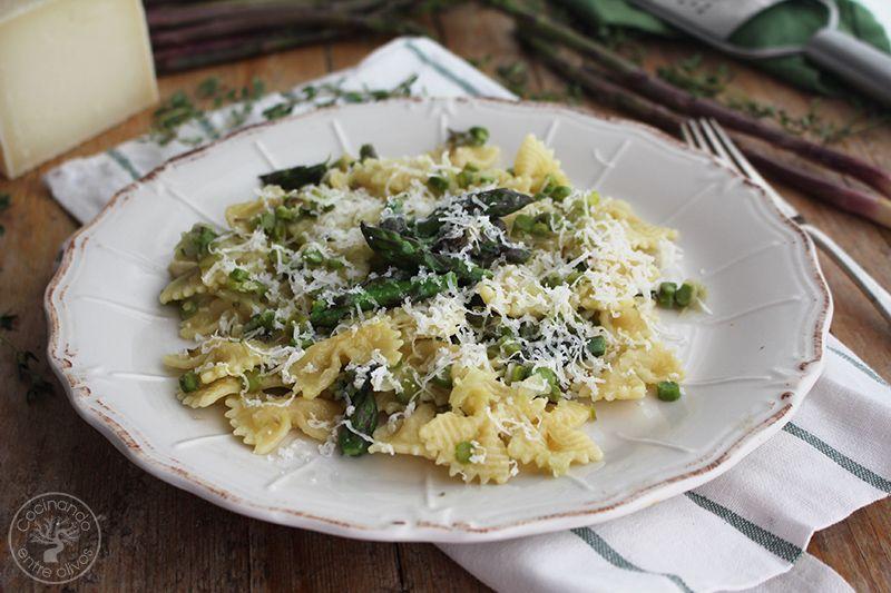 Pasta con esparragos verdes receta www.cocinandoentreolivos.com (20)
