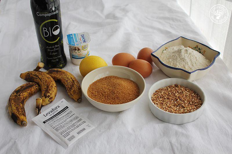 Bizcocho de platano y almendra receta www.cocinandoentreolivos.com (7)