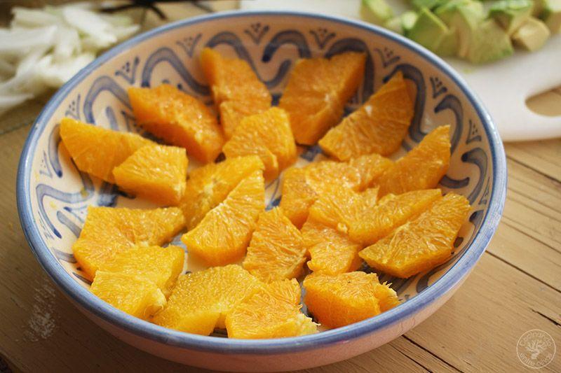 Ensalada de naranja, aguacate, atún y aceitunas receta (10)