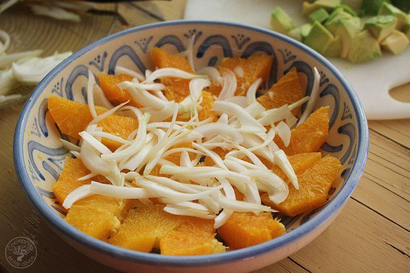 Ensalada de naranja, aguacate, atún y aceitunas receta (11)