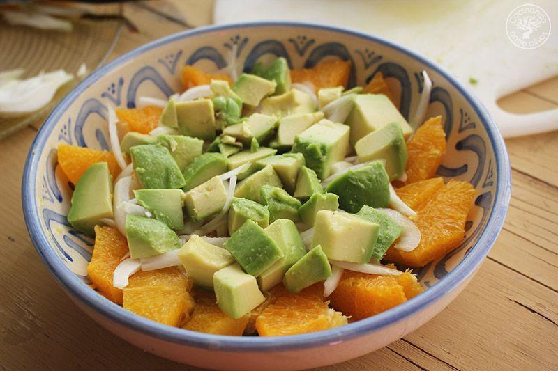 Ensalada de naranja, aguacate, atún y aceitunas receta (12)