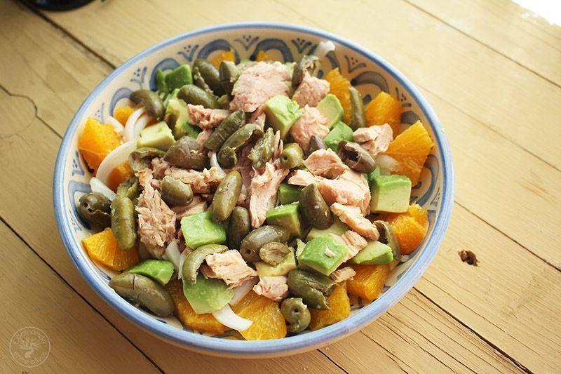 Ensalada de naranja, aguacate, atún y aceitunas receta (14)