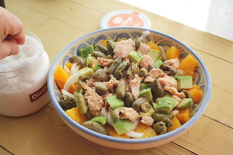 Ensalada de naranja, aguacate, atún y aceitunas receta (15)