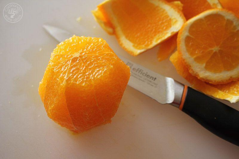 Ensalada de naranja, aguacate, atún y ac