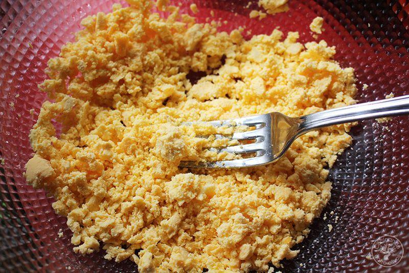 Huevos rellenos de salmorejo y jamon receta (15)