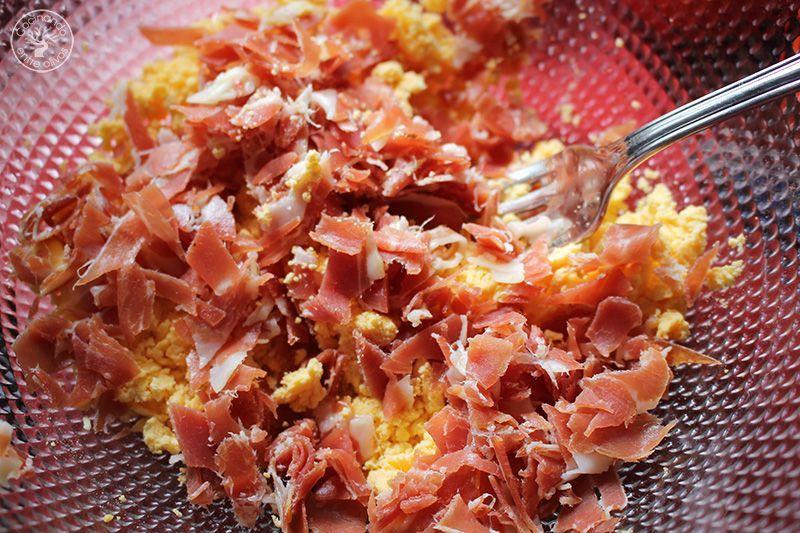 Huevos rellenos de salmorejo y jamon receta (16)