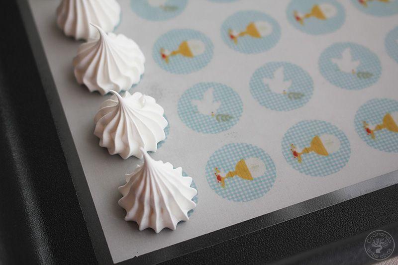 Merengues con papel decorativo Comunión www.cocinandoentreolivos.com (12)